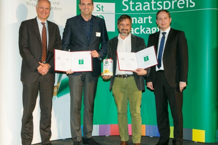 v.l.n.r.: Sektionschef DDr. Mang, Wolfgang Schauer (Pirlo), Klemens Rauch (VFI), Generalsekretär Dipl-Ing. Esterl
